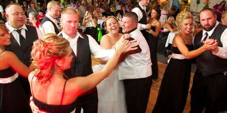 wedding party dances, wedding photography in Virginia, Illinois by Warmowski Photography