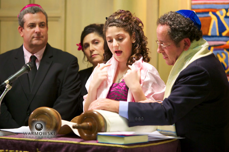 Deaf girl signs during Bat Mitzvah ceremony, http://www.warmowskiphoto.com