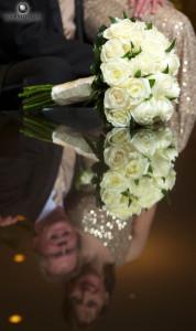 EZBLOOMS.COM white rose bouquet