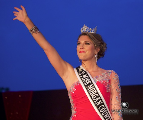 2014 Queen Brianna Klein says goodbye to the crowd.